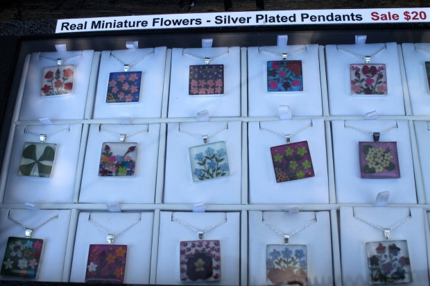 Pendants with real flowers inside